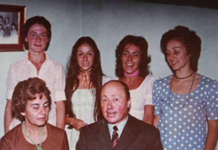 Los Morandini en sus bodas de plata con sus cuatro hijos: Néstor, Cristina, Norma y Lisy.