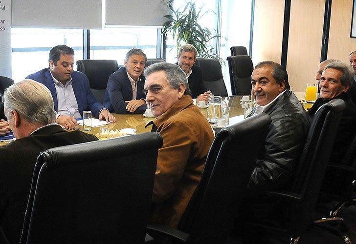 El ministro de Trabajo, Jorge Triaca, se reunió con los líderes de la CGT.