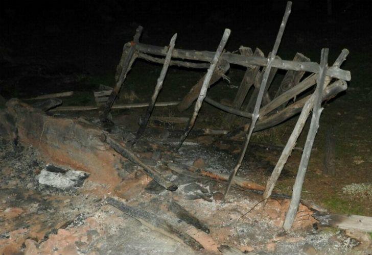 Las viviendas de los mapuches quemadas, en Vuelta del Río.