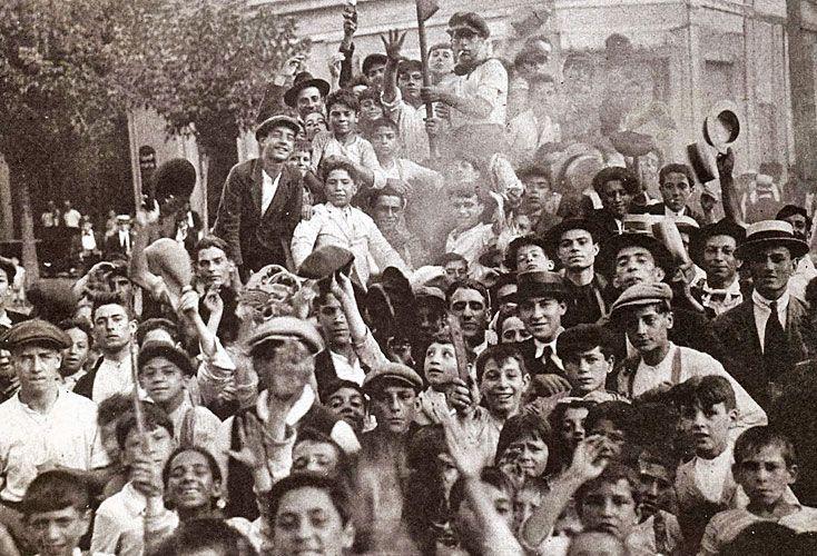 Antecedentes. En las primeras organizaciones obreras de Argentina se aunaron grupos que preexistieron a las organizaciones comunistas, socialistas, anarquistas y conservadoras.