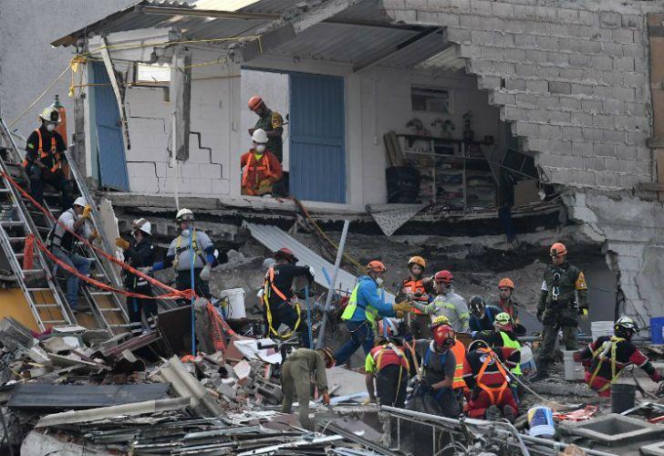El temblor se produjo mientras se producían tareas de rescate del sismo anterior.