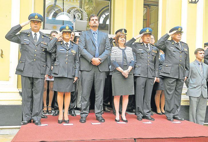 Cupula. La ministra y Burzaco, junto al actual jefe de la Policía, Roncaglia (a la izq. de Bullrich).
