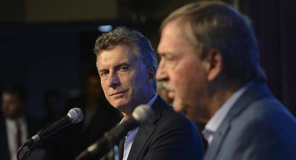 PUNTOS DE VISTA. Tanto el presidente Macri como el gobernador Schiaretti tienen en claro que la actividad privada espera la ansiada reducción impositiva. El punto es: ¿quién pondrá la diferencia?