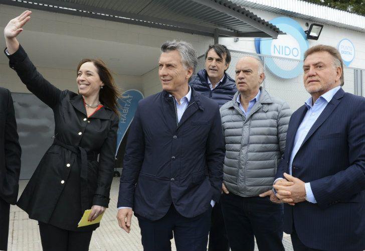 El presidente Mauricio Macri participó en la inauguración de una planta de tratamiento de efluentes cloacales en Villa Fiorito junto a la gobernadora bonaerense María Eugenia Vidal y el candidato a senador Esteban Bullrich.