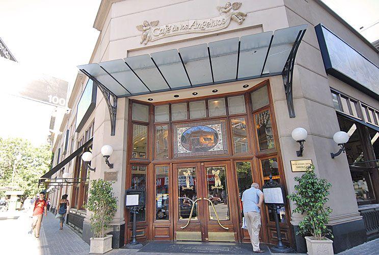 Histórico. El Café de los Angelitos fue inaugurado en 1890. Allí Carlos Gardel comenzó su carrera formando dúo con José Razzano.