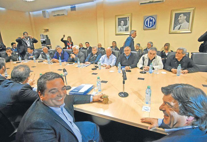 Risas. Durante la visita del ministro Triaca a la sede de Azopardo.