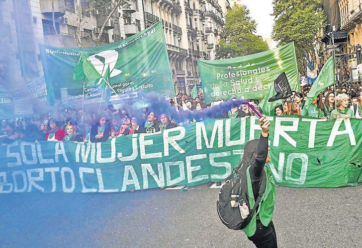 EN FOCO. Miles de mujeres marcharon el viernes a favor del aborto legal en Buenos Aires.
