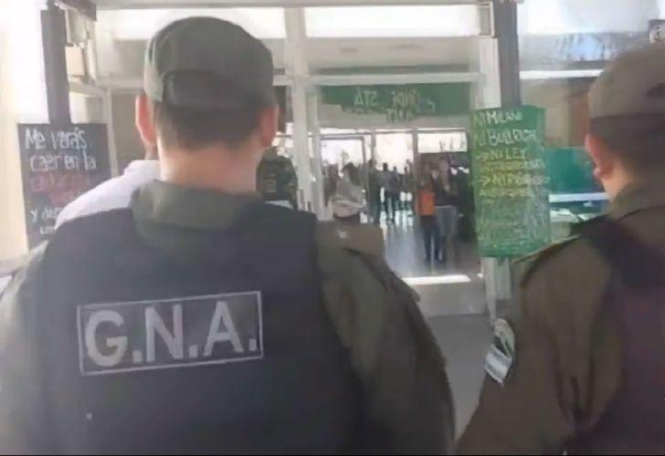 Gendarmería ingresó a la Universidad de Rosario.