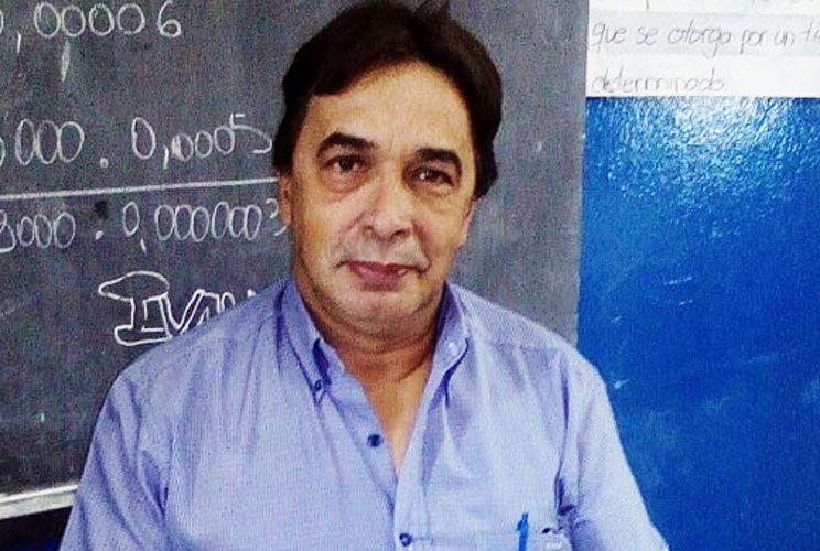 Allanamiento. El jueves pasado la fiscal que investiga el caso ordenó un operativo en la casa del docente Mario Jiménez. Se llevaron seis celulares y un arma.