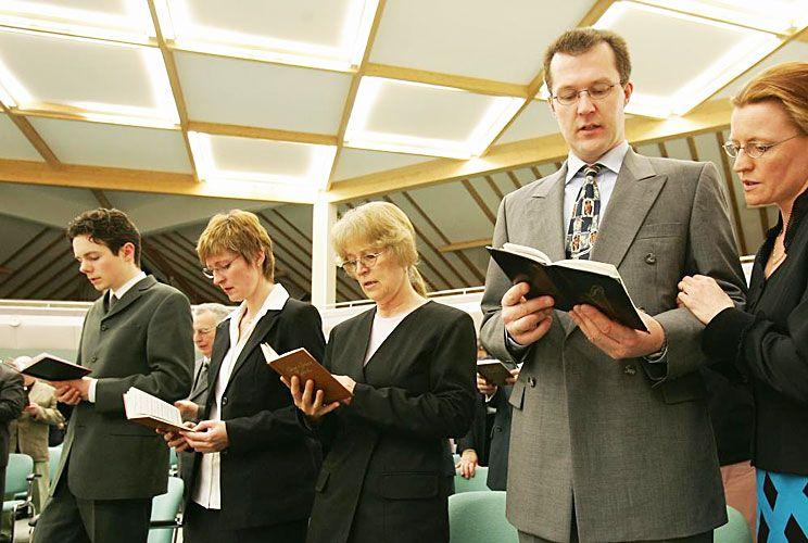 Testigos de Jehová. No son tiempos de esperar y confiar en dioses. Hay que actuar.