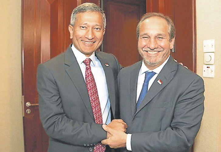 NEGOCIOS. El amigo del Presidente (derecha) gana influencia.