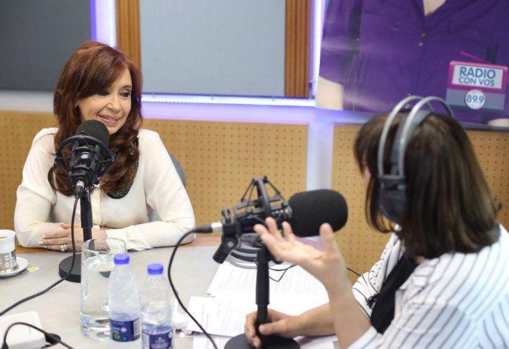 Cristina Kirchner junto a la 'Negra' Vernaci en los estudios de Radio Con Vos.