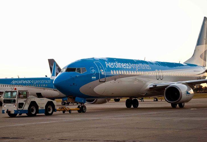 Cinco de los seis gremios aeronáuticos rechazan el ofrecimiento del Ejecutivo, lo que podría afectar los vuelos en el Aeroparque Metropolitano y Ezeiza durante el fin de semana largo.