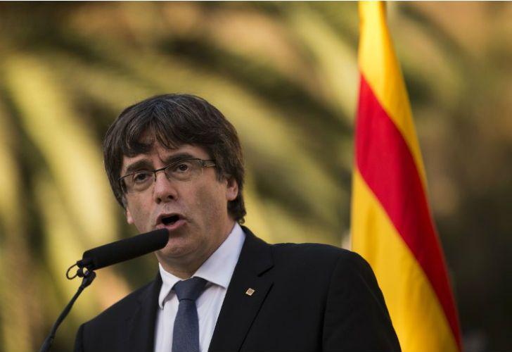 El presidente catalán tiene hasta el lunes para decidir si declarará la independencia.