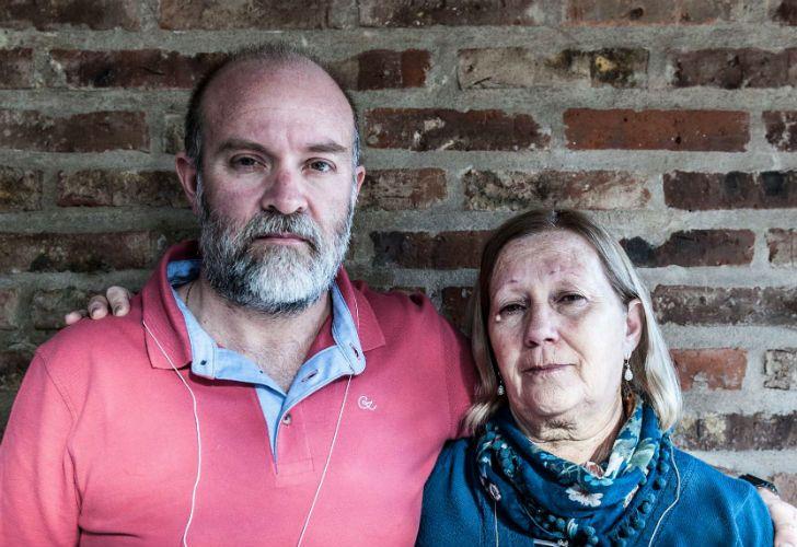 Sergio Maldonado y Stella, su madre. La familia pidió prudencia y tiempo para esperar los resultados finales de la autopsia.