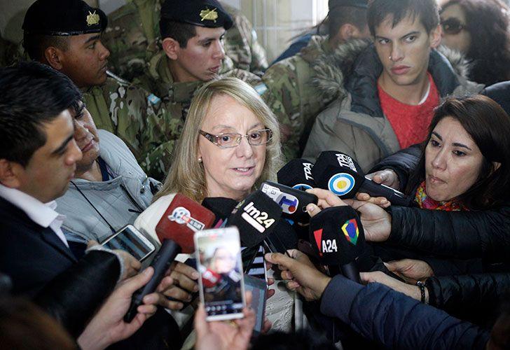 La gobernadora Alicia Kirchner, formula declaraciones tras haber emitido su voto en el marco de las elecciones legislativas.