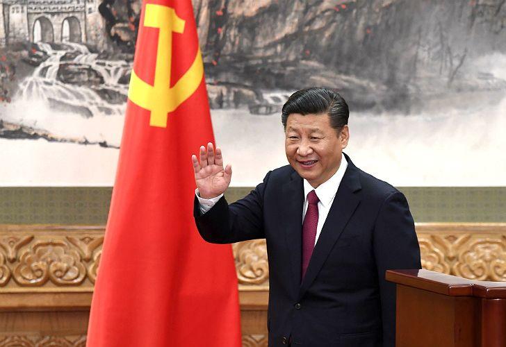 Xi Jinping asume un nuevo mandato en China y presenta al nuevo Buró Político.
