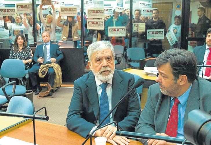 Juzgado. El hoy detenido De Vido durante la primera audiencia del juicio que evalúa su responsabilidad en la tragedia ferroviaria.