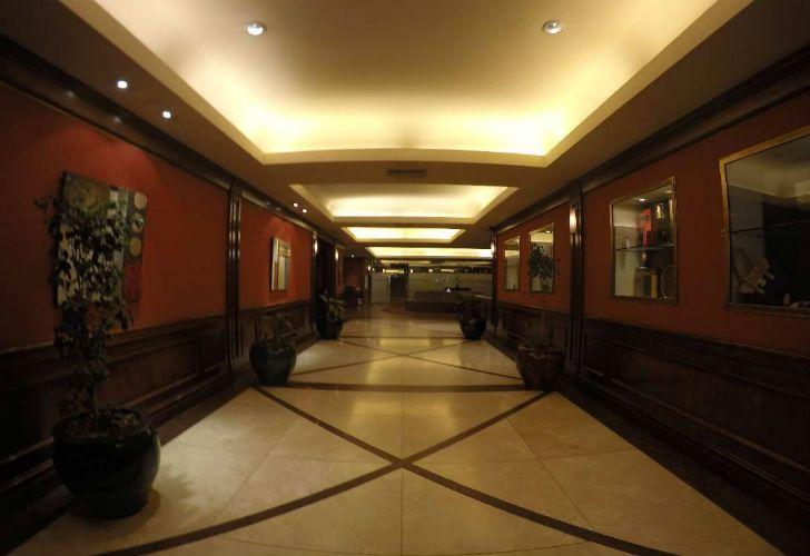 El lobby del hotel donde supuestamente se realizaban abortos clandestinos