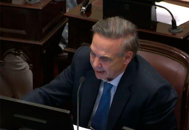 Pichetto defendió la baja de la edad jubilatoria con un lamentable comentario en el Senado.
