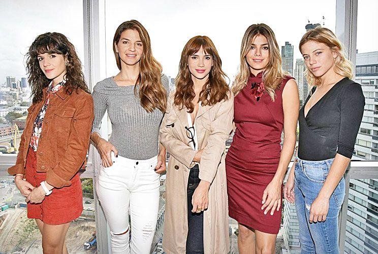 ELLAS. Urtizberea (Flor), Kloosterboer (Lucía), Cid (Virginia), Pérez (Carla), y Bustos (Miranda).