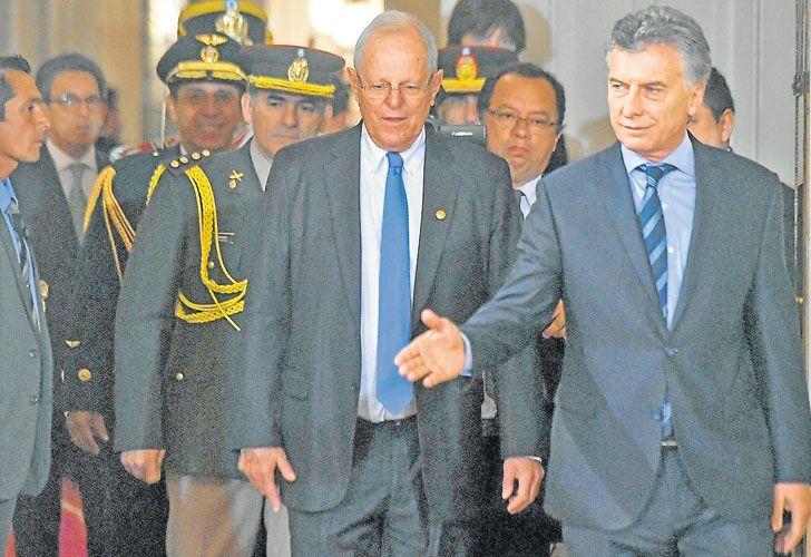 Bilateral. Mientras los noticieros cubrían la detención, Macri recibió a su par peruano, Kuczynski.