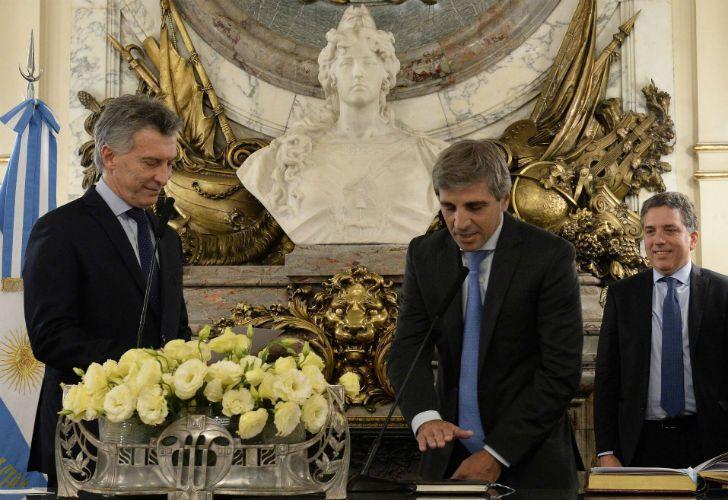 Luis Caputo en su asunción como ministro de Finanzas.