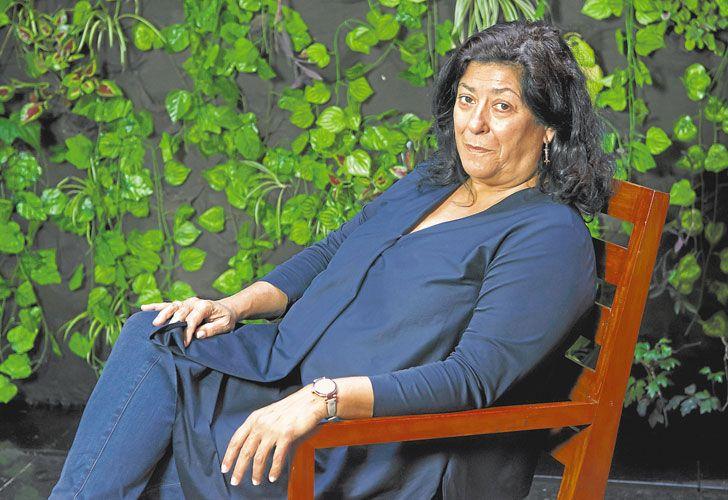Puro  exito. La autora nació en Madrid  en 1960.  En 1989 publicó Las edades de Lulú, adaptada  para el cine  al año siguiente  por Bigas Luna.