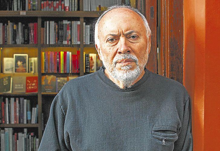 Como editor, Marcial Souto consiguió publicar en España, por primera vez, dos novelas de Mario Levrero, quien con el dinero recibido compró, entre otras cosas, la computadora con la que poco después organizó el texto de La novela luminosa.