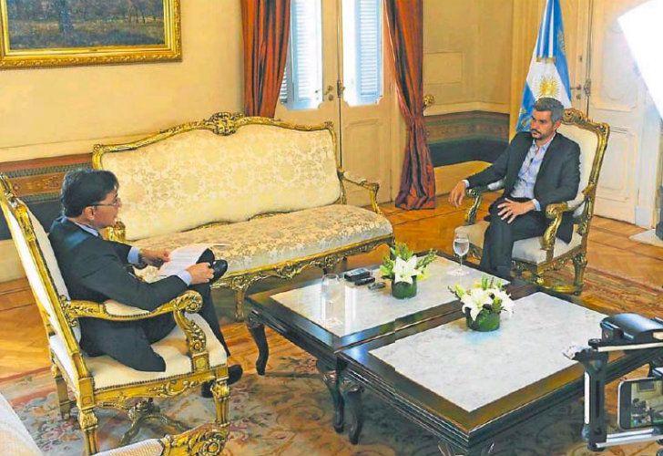 El jefe de Gabinete, Marcos Peña, con Jorge Fontevecchia.