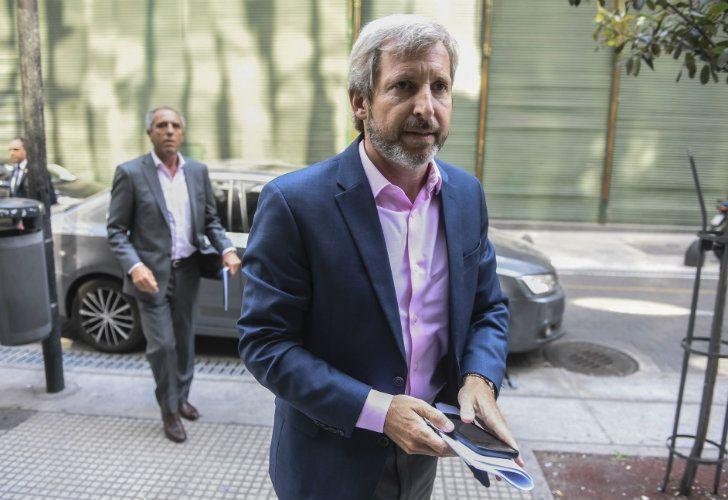 El ministro del Interior, Rogelio Frigerio, se sumó a la reunión que mantuvieron los gobernadores en el Consejo Federal de Inversiones (CFI), previa al encuentro que mantendrán este jueves con el presidente Mauricio Macri.