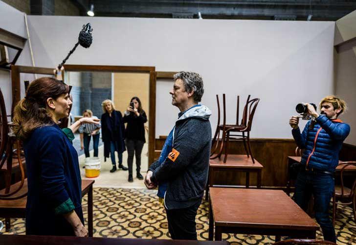 Michel Gondry, creador de La Usina de Películas Amateurs, la instalación que permite al visitante filmar su propia película.