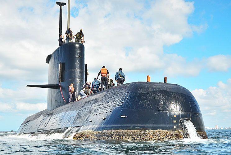 Desaparecido. El submarino ARA San Juan tuvo su último contacto a la hora cero del jueves. Chile, Reino Unido y Estados Unidos ofrecieron ayuda en el rastrillaje. Los aviones de búsqueda partieron desde la base militar aérea de Trelew, en Chubut.