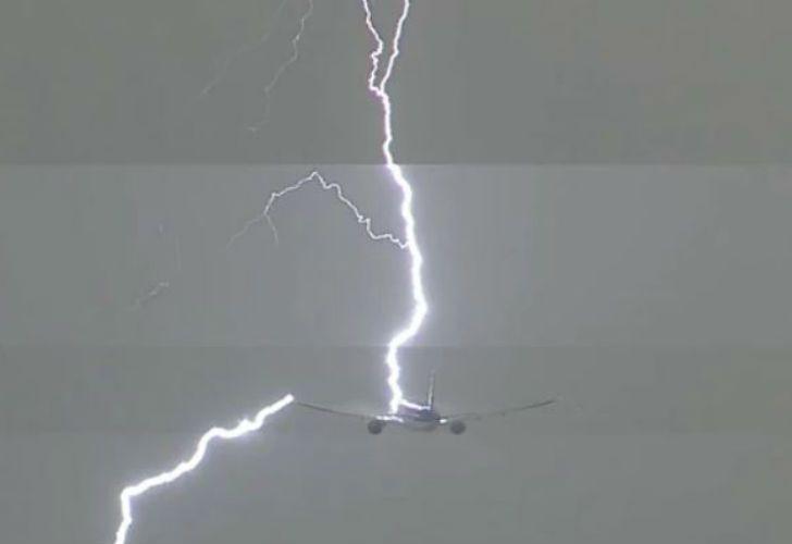 Un Boeing de la aerolínea KLM fue impactado por un rayo