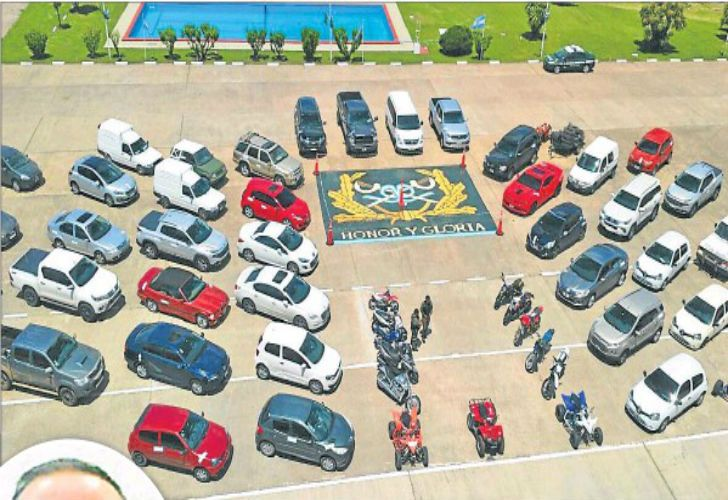 Los gendarmes secuestraron 45 autos de alta gama, entre ellos un Chevrolet Camaro.
