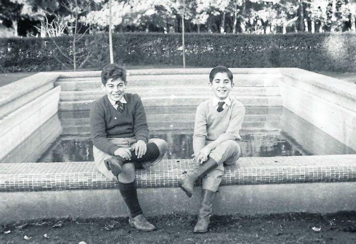 A TRAVES DE LOS AÑOS. Pepe y Roberto, juntos a lo largo de la vida: en 1954.