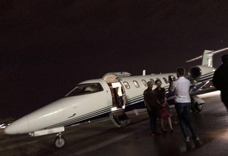 CFK bajando del avión oficial de la provincia de Santiago del Estero matrícula LQ-BFS