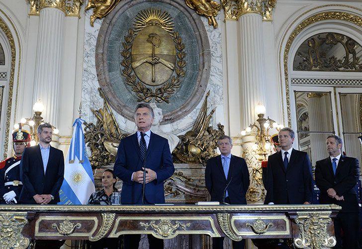 El presidente Macri tomó juramento a los nuevos ministros de Agroindustria y de Salud