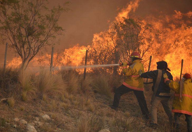 Agosto de 2016. Doce mil hectáreas fueron arrasadas por el fuego en San Luis. El ministro Bergman, en la mira por subejecutar presupuesto.