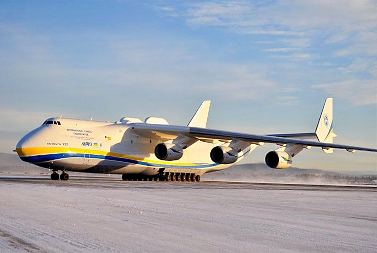 Mole. El Antonov AN-124 aterrizó anoche en Comodoro Rivadavia. Está considerada una de los cuatro aeronaves más grandes del mundo.