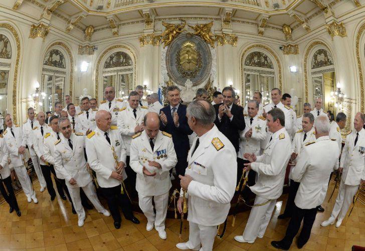Macri con los cuadros superiores de las fuerzas armadas, entre ellos Srur.