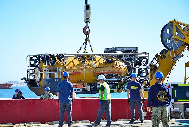 Vuelta. Ayer regresó a Comodoro Rivadavia el minisubmarino norteamericano a control remoto que buscaba el ARA San Juan.
