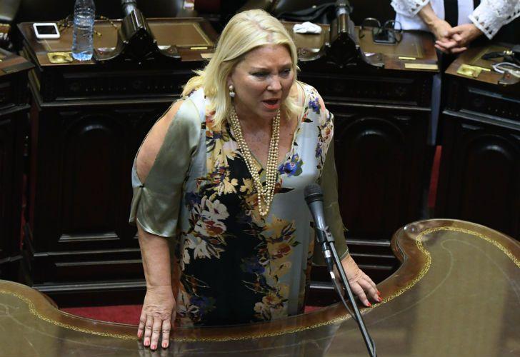 La diputada electa Elisa Carrió jura en la cámara baja.