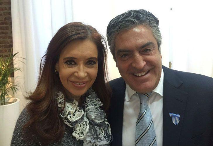 La expresidenta Cristina Fernández de Kirchner junto a uno de sus abogados, Gregorio Dalbón.