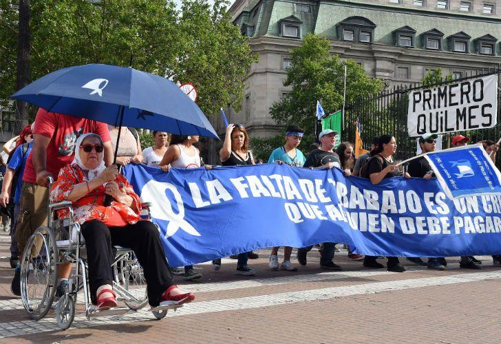 La marcha de la Resistencia inició el jueves y continúa el viernes hasta las 17. Es contra la persecución a los opositores. Hebe de Bonafini participa de la manifestación.