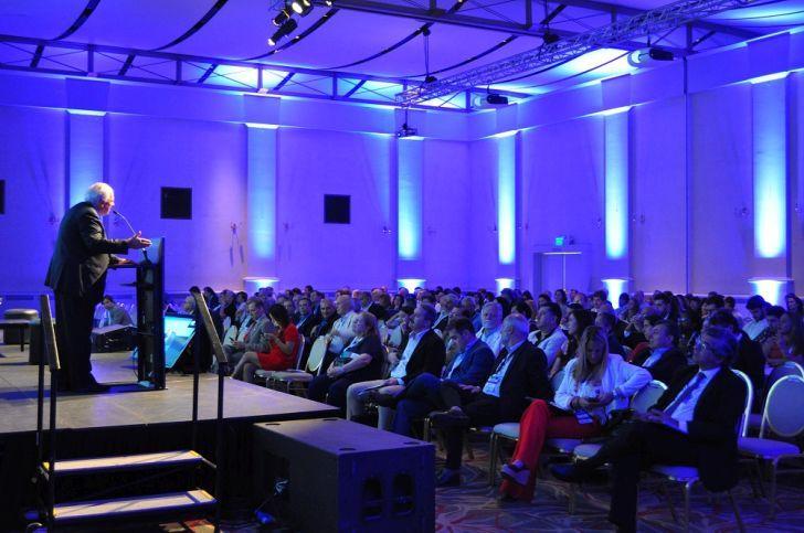 CRITICO. El expresidente Samper, orador destacado en el Foro de la ADEC, criticó la labor actual de los intendentes.