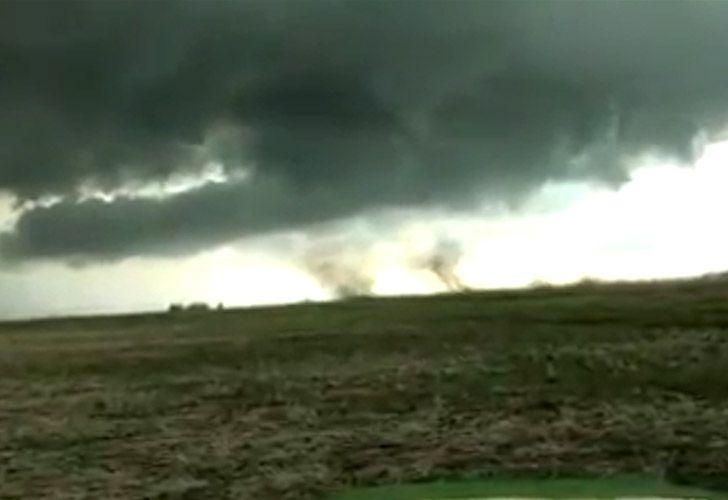 Relato desesperado de dos hombres luchando contra un tornado