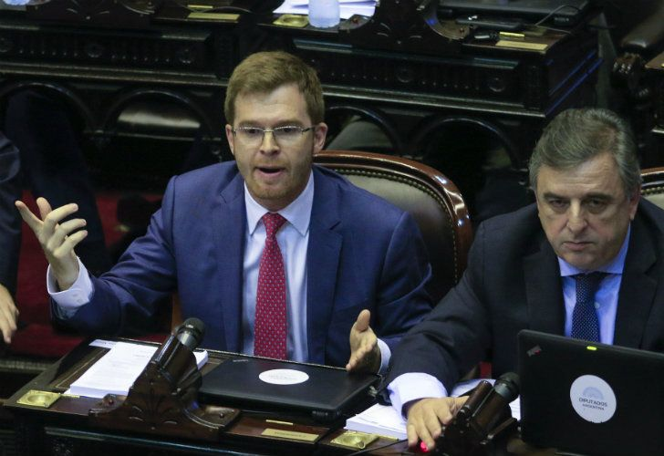 Los diputados oficialistas Nicolás Massot y Mario Negri durante la sesión en la que se iba a tratar la reforma previsional.