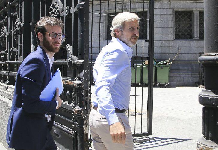 El ministro del Interior, Rogelio Frigerio, llega al Congreso para participar de la reunión por la reforma previsional.