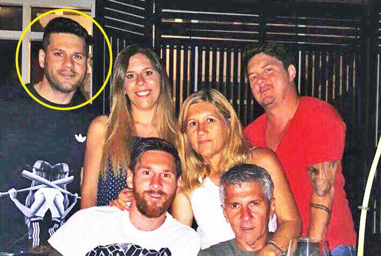 Afectos. Matías con sus padres y sus hermanos en una cena familiar.
